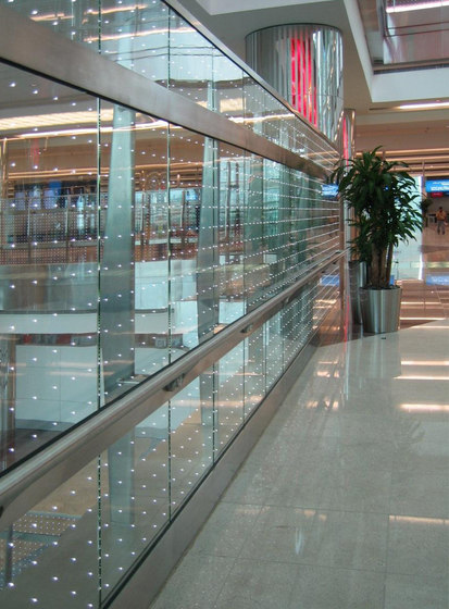 powerglass® balustrade: Dubai International Airport de Peter Platz Spezialglas | Barandas de vidrio