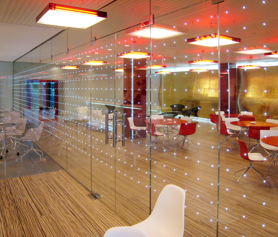 powerglass® partition: IFEMA exhibition restaurant by Peter Platz Spezialglas | Glass dividing walls