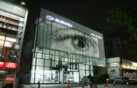 powerglass® media façade : SUBARU by Peter Platz Spezialglas | Facade cladding