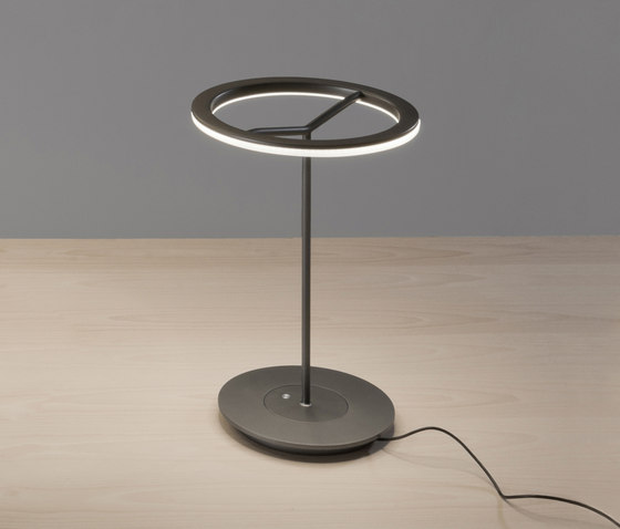 Sin S | Table Lamp by Santa & Cole | General lighting