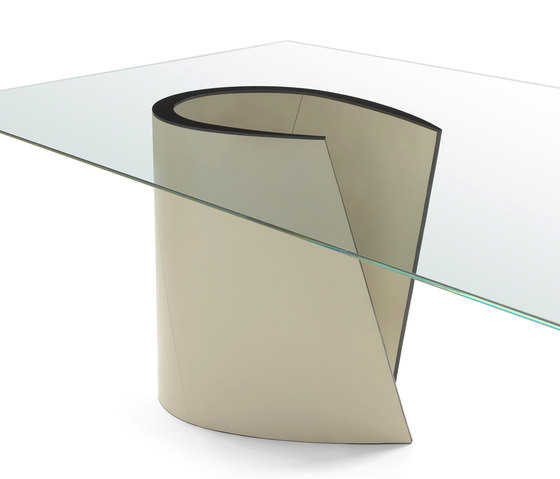 Lune Table by Enrico Pellizzoni | Dining tables