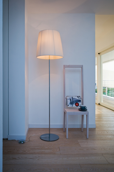 Nura Floor lamp by LUCENTE | Free-standing lights