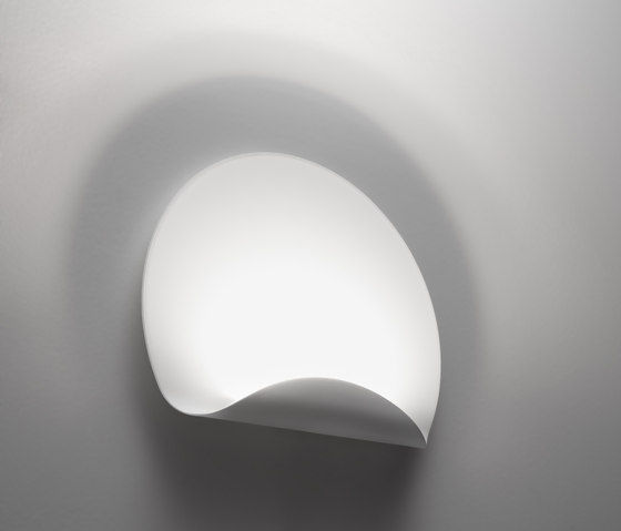 dinarco wall lamp general lighting from artemide. Black Bedroom Furniture Sets. Home Design Ideas