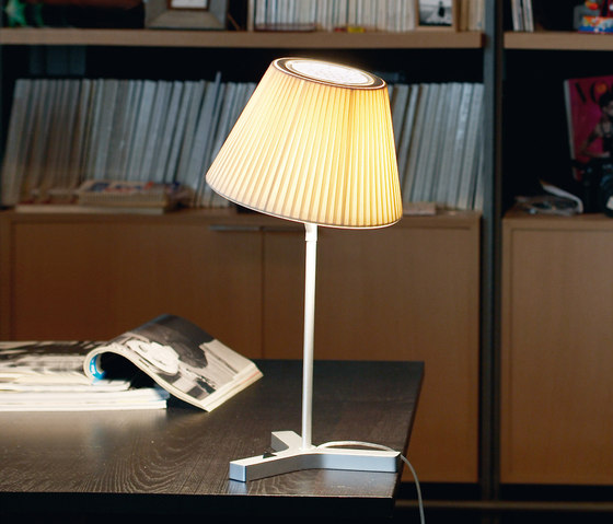 Nolita Cotton Table Lamp di Marset | Illuminazione generale
