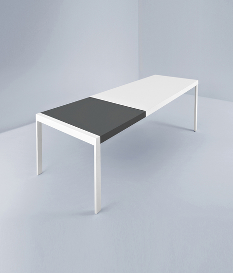 Grand Ecart by Pallucco | Dining tables