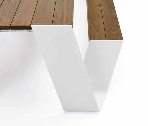 Hopper table by extremis | Dining tables