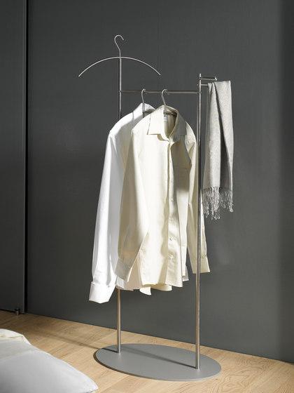stummer diener silent bob g sd stumme diener von phos design architonic. Black Bedroom Furniture Sets. Home Design Ideas