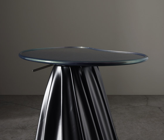Zarevich Sm all table de adele-c | Tables d'appoint