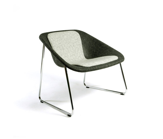 Kola Lounge upholstered by Inno | Lounge chairs