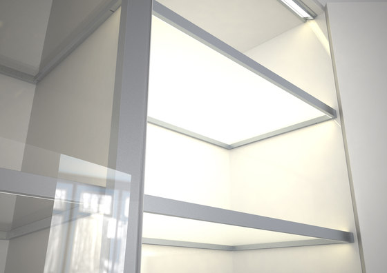 Lighting system 4 Glass shelf lighting di GERA | Librerie con illuminazione integrata