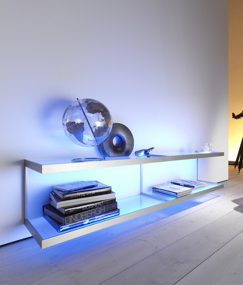 Lighting system 6 Wall shelf di GERA | Librerie con illuminazione integrata