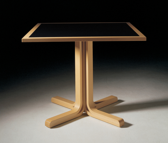 2000-Serie de Magnus Olesen | Mesas para cafeterías