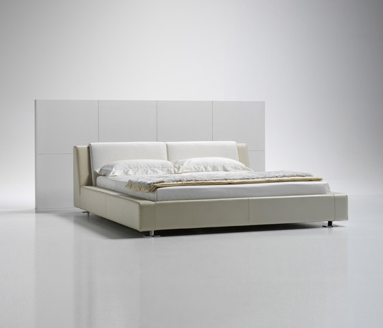 Milord Bed by Via Della Spiga   Double beds