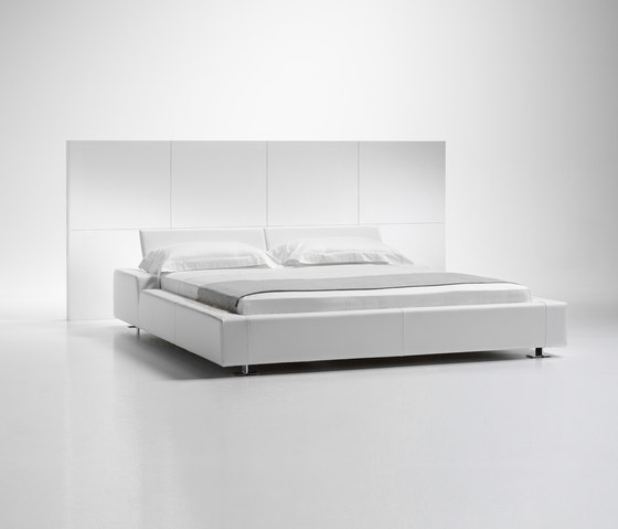 Milord Bed by Via Della Spiga | Double beds