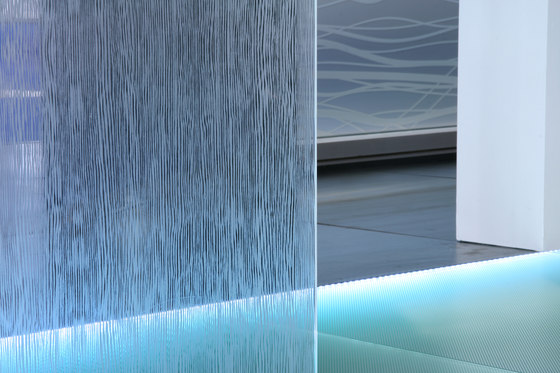 Madras® Wengé Maté double face clear by Vitrealspecchi | Decorative glass