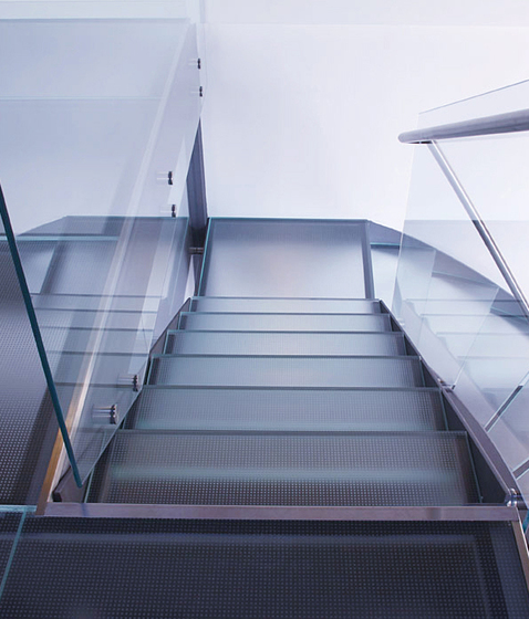 Madras® Matrix Flooring by Vitrealspecchi | Glass stairs