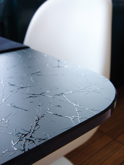 Madras® Uadi black painted by Vitrealspecchi | Glass countertops