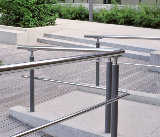 Acropole railing by AREA | Bollards