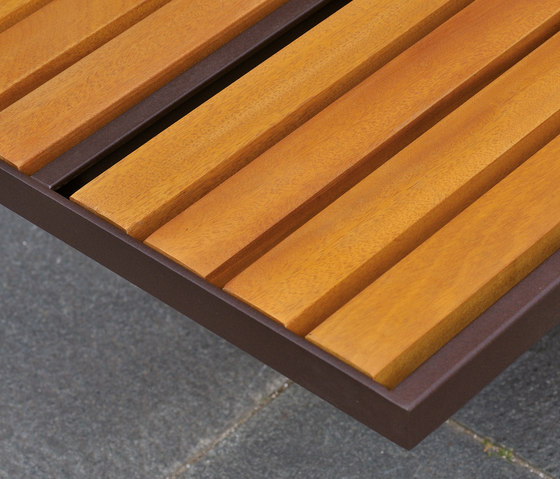 Toronto Holz Aussensitzbank von AREA | Außenbänke