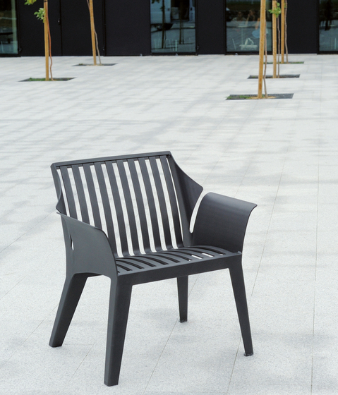 Vancouver metal Outdoor Chair by AREA | Exterior benches