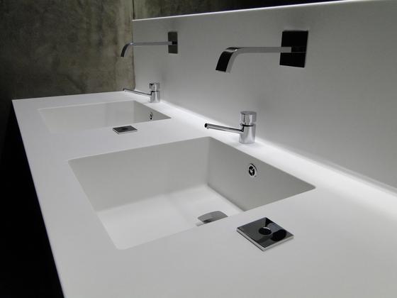 Basin Counter von AMOS DESIGN | Waschtische