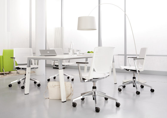 Kiron by Haworth | Meeting room tables