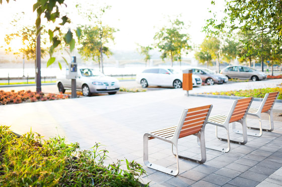 portiqoa | Park bench with backrest by mmcité | Exterior chairs