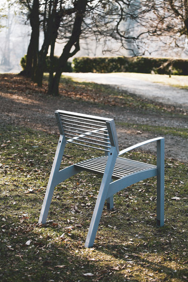 vera Park bench by mmcité | Exterior chairs