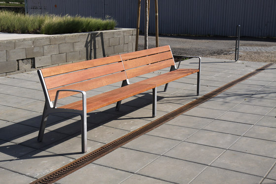 miela Park bench by mmcité | Exterior chairs