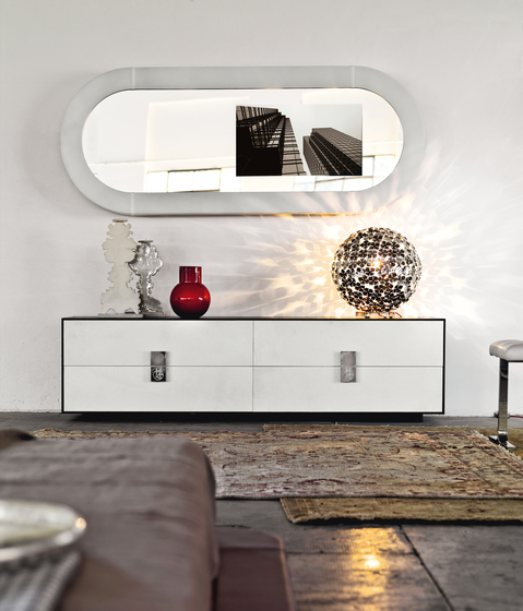 Whisper Mirror Ovale Porta TV by HENGE | Mirrors