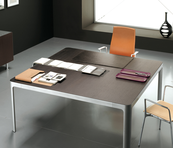 Eneko de Famo   Tables de réunion