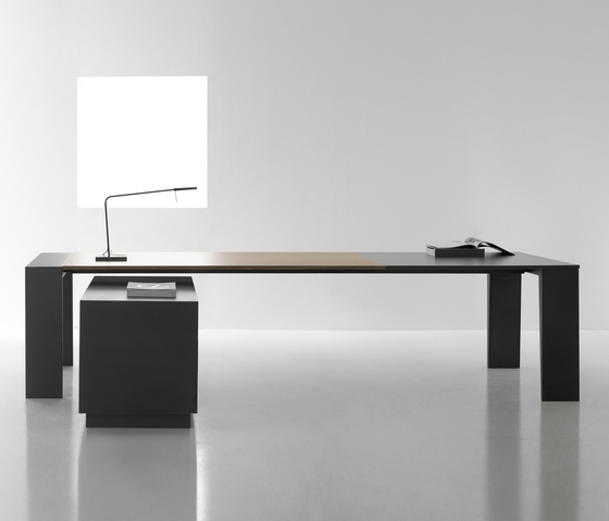 Mahia Management by Famo | Executive desks