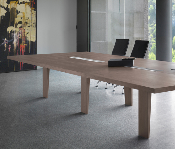 Mahia Meeting by Famo | Conference tables