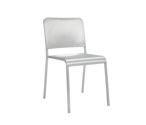 20-06™ Stacking chair de emeco | Sillas para restaurantes