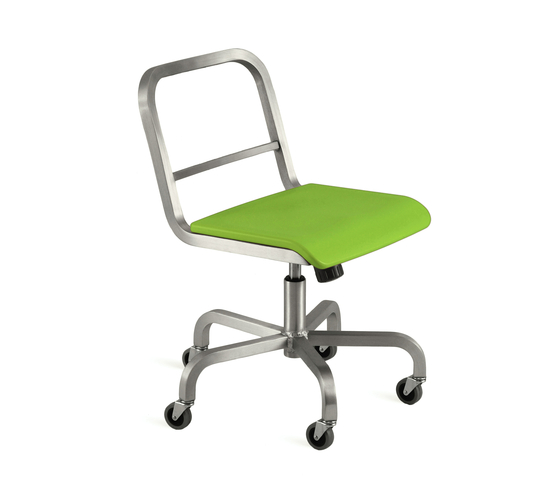 Nine-0™ Swivel chair de emeco | Sillas de oficina