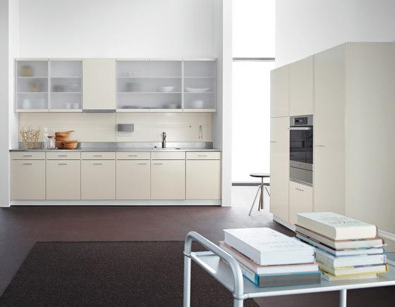 Klassiker mit Milchglasfronten by Forster Küchen | Fitted kitchens