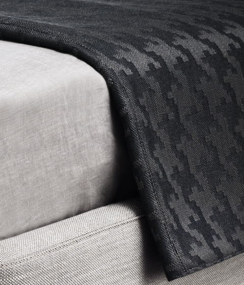 Tatlin Bedspread by Minotti | Plaids / Blankets