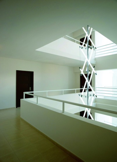 Light Structure T3 stairhouse installation de Archxx | Suspensions