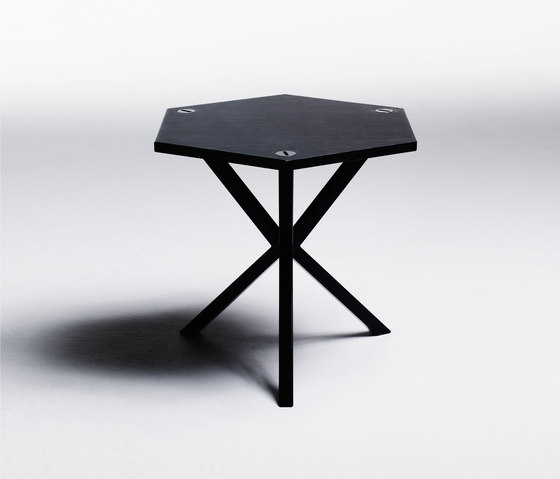 NEB Hexagonal Side Table de No Early Birds | Tables d'appoint