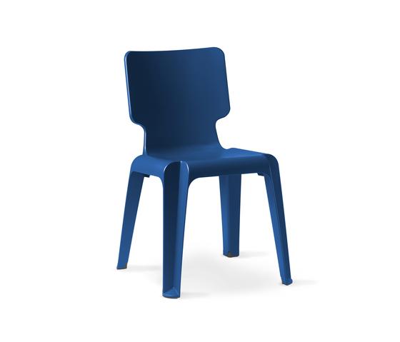 WAIT plastic chair di Authentics | Sedie da giardino