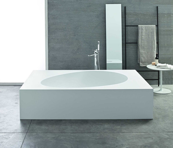 Aki freestanding by Mastella Design | Free-standing baths