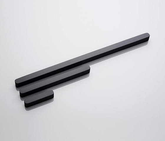 Linie 4 furniture handle by AMOS DESIGN | Pull handles