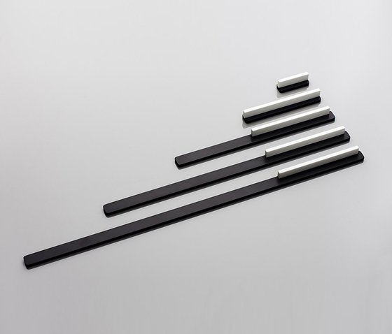 Linie 6 furniture handle von AMOS DESIGN | Griffe