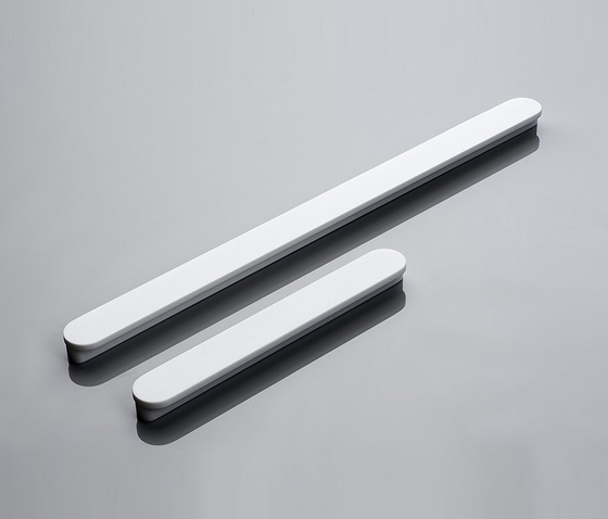 Linie 10 furniture handle von AMOS DESIGN | Griffe