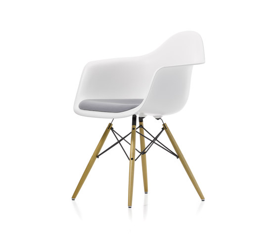 Eames Plastic Armchair DAW by Vitra | Chairs