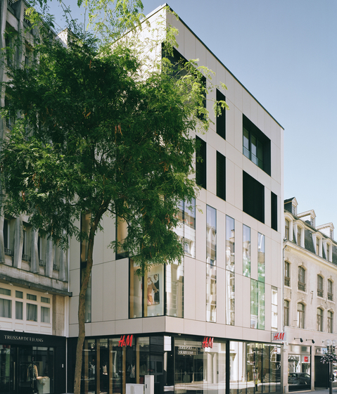H&M Shopping Center Luxembourg by Rieder | Facade design