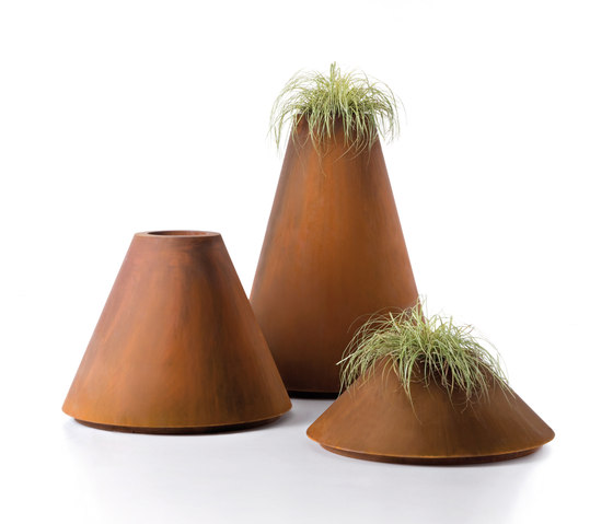 Conique by De Castelli | Flowerpots / Planters