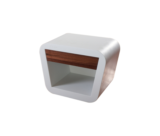 GL2B Bedside Table de GLAD, Guy Lafranchi | Mesillas de noche