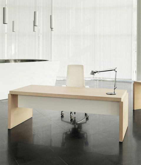 Veta 104 by AG Land | Individual desks