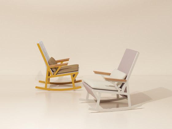 Vieques rocking chair teak armrests de KETTAL | Fauteuils
